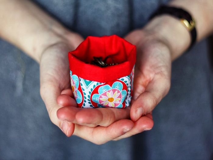 DIY Anleitung: ein mini Utensilo nähen // fashion diy: how to sew a mini utensilo for jewellery via DaWanda.com