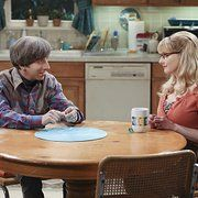 Still of Simon Helberg and Melissa Rauch in The Big Bang Theory (2007)