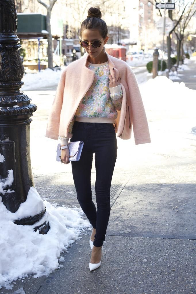 This look is styled perfectly with the white shoes and top knot. I especially love the modern but casual sweatshirt top! Thinking about pastels for spring!!