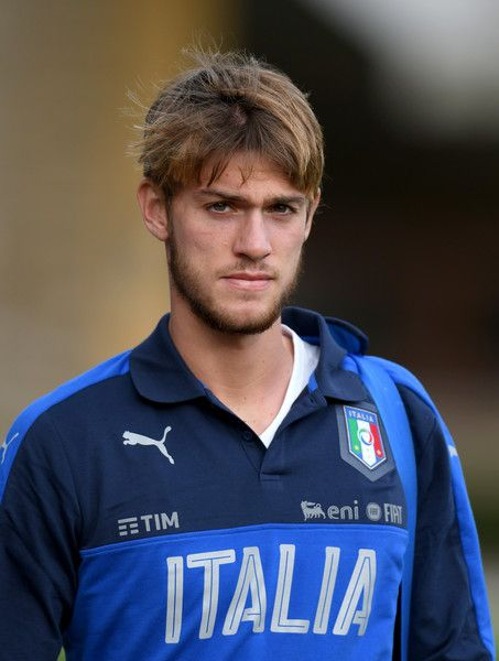 Daniele Rugani Photos Photos - Daniele Rugani of Italy looks on prior to the training session at the club's training ground at Coverciano on November 7, 2016 in Florence, Italy. - Italy Training Session And Press Conference