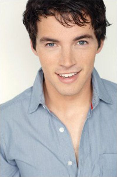 Ian Harding (Ezra Fitz)