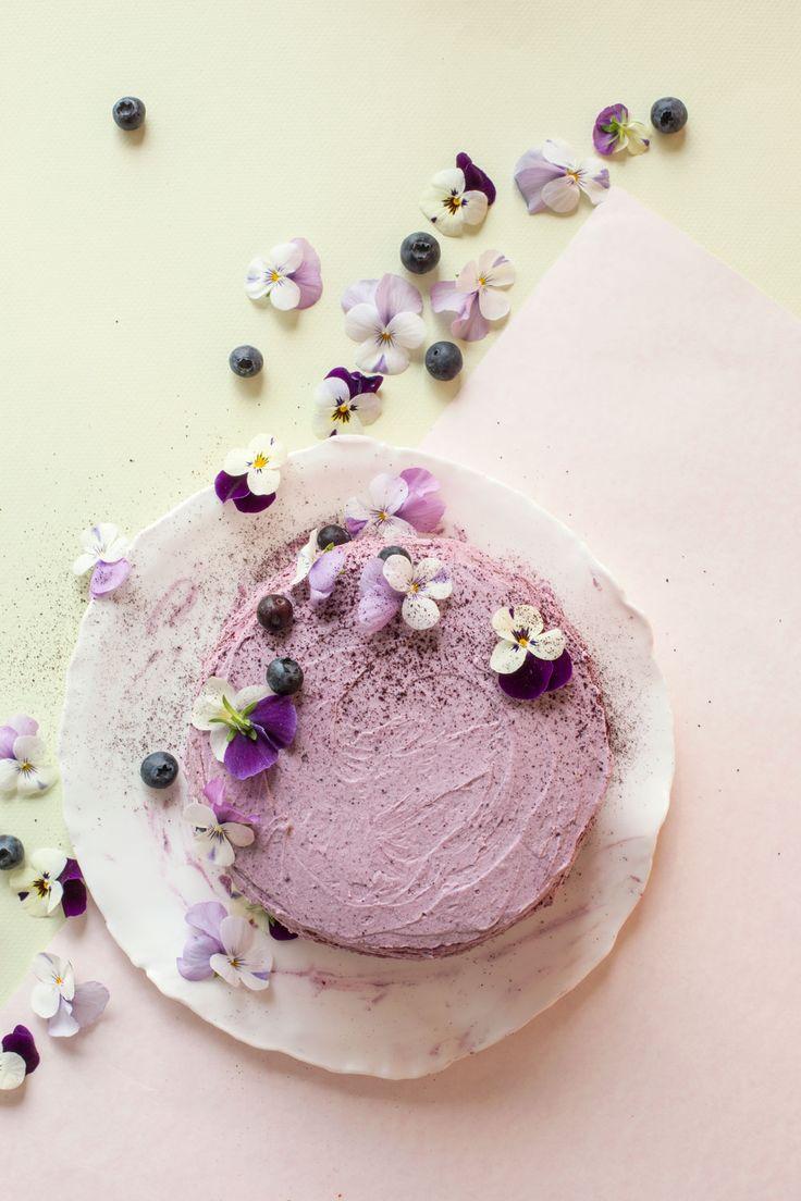Muista äitiä hyvän maun ja mielen kakulla! Tästä kakusta tykkäävät muutkin herkkusuut! Kakun ohje: Jatta Heinlahti, kuvausjärjestely: Jatta Heinlahti / Minna Lilja, kuvat: Johanna Levomäki