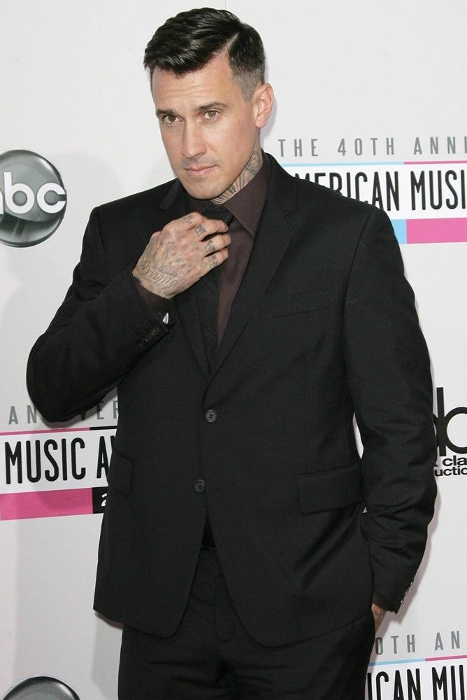 Carey Hart and this haircut makes it that much better
