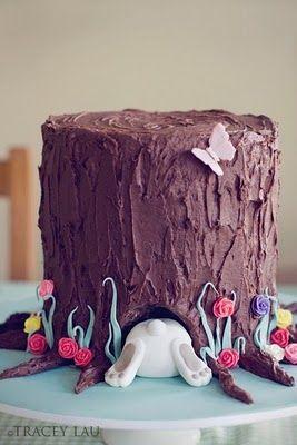 Gateau d'anniversaire Alice au pays des merveilles : layer cake, ganache chocolat et déco en pâte d'amandes