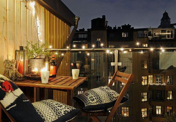 Den Balkon gestalten - herrliche Lichterkette