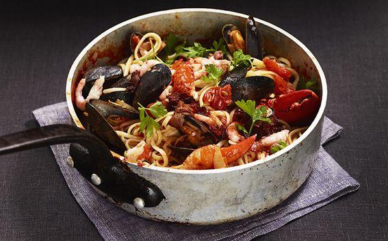 Frutti di mare med fänkål, tomat och sidfläsk