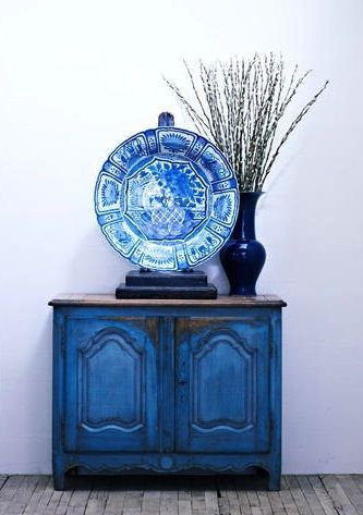 Gorgeous antique blue chest and an oversized platter with a cobalt vase...it's asymmetrical at it's best!
