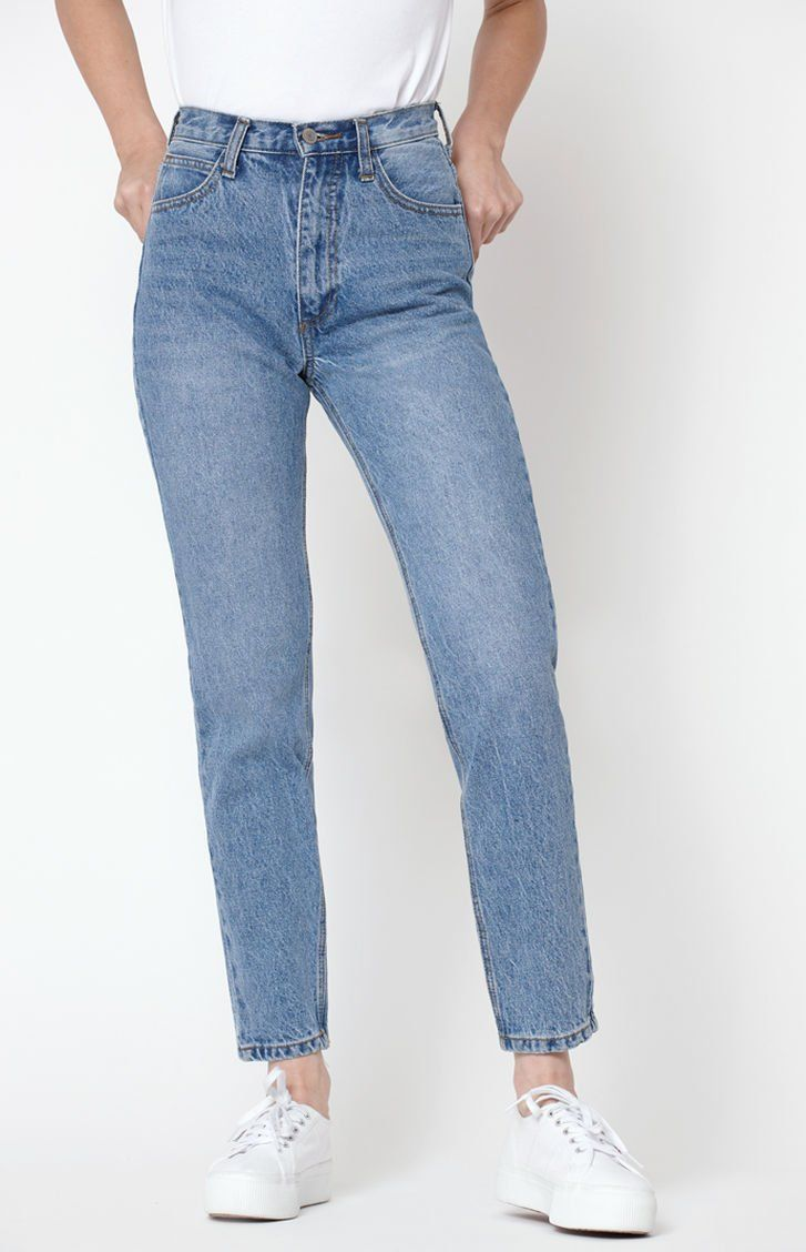 John Galt Medium Wash Straight Leg Jeans | Outfit ideer