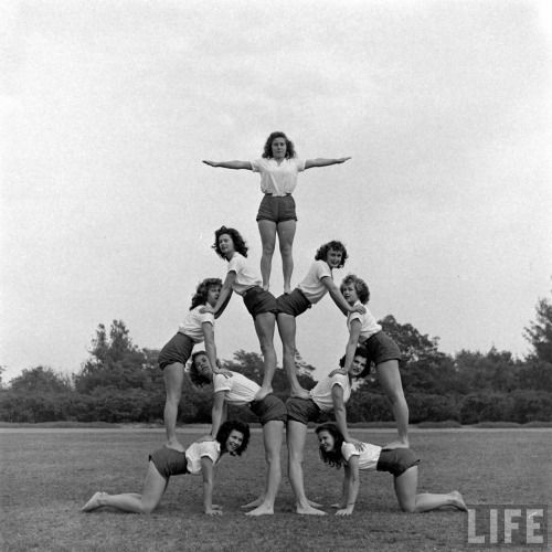 Tumbling class(Martha Holmes. 1946)