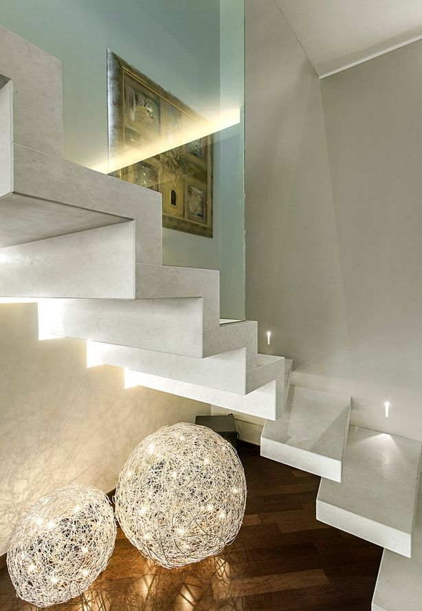Palamino staircase with the wood-look Montreal porcelain tiles