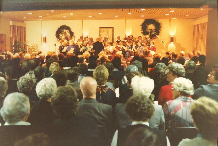 Kerst 1984 met deelname diverse koren: Clemenskoor; Koren Loosbroek (Symphonia en kerkkoor); Cantando en Jongerenkoor Abdij in Heeswijk-Dinther