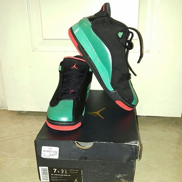 Zub zero GG Worn only 2 times still look brand new. Comes with og box. No flaws! Jordan Shoes