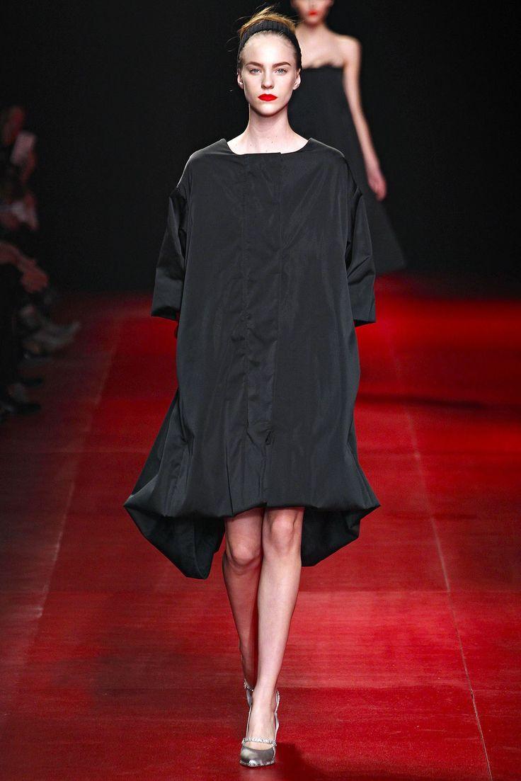 Nina Ricci Fall 2013 Ready-to-Wear Fashion Show - Nicole Pollard (OUI)