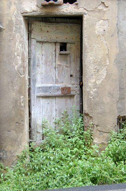 Door in Calci Tuscany, wondering what is beyond that door.