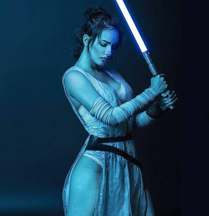 Awesomely sexy ! I wish Rey Skywalker in the film was this stunning in the flesh that Finn and Cameron Poe should have outdueled each other to near death if only to find out who has the Force to get between her legs first. Hahaha...