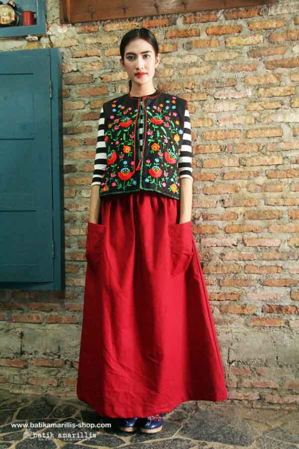 Batik Amarillis's folklore 2015 vol 2 splendid Hungarian embrodery vest accented with red tassels ..