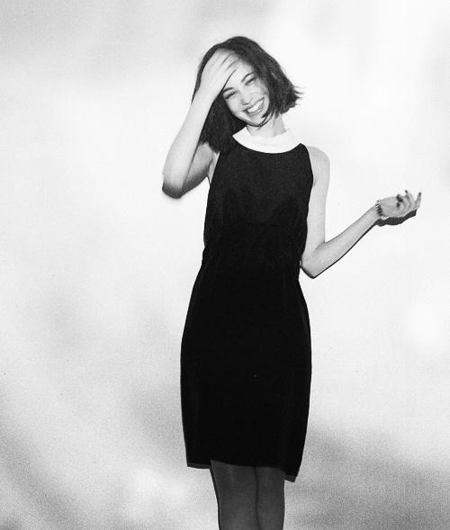 Kiko's whatev's just rockin a sweet black dress lookin all babe like