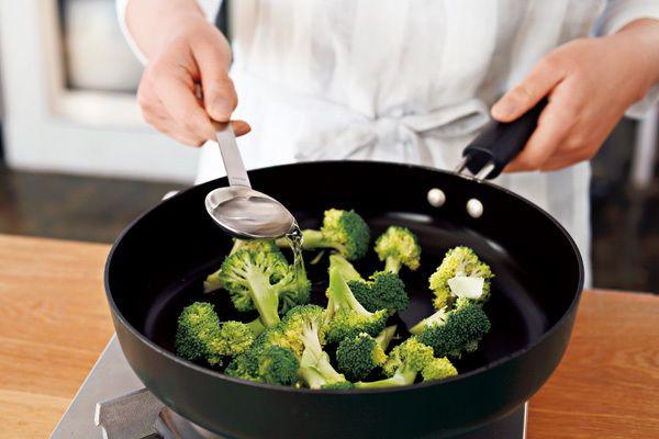 たった「水大さじ3」で野菜がおいしくゆでられる方法、お教えします。