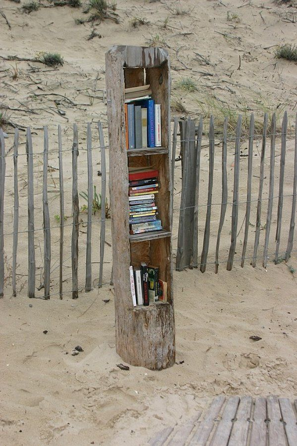 Beach Library...perfect, I love the beach and I love reading...Genius!