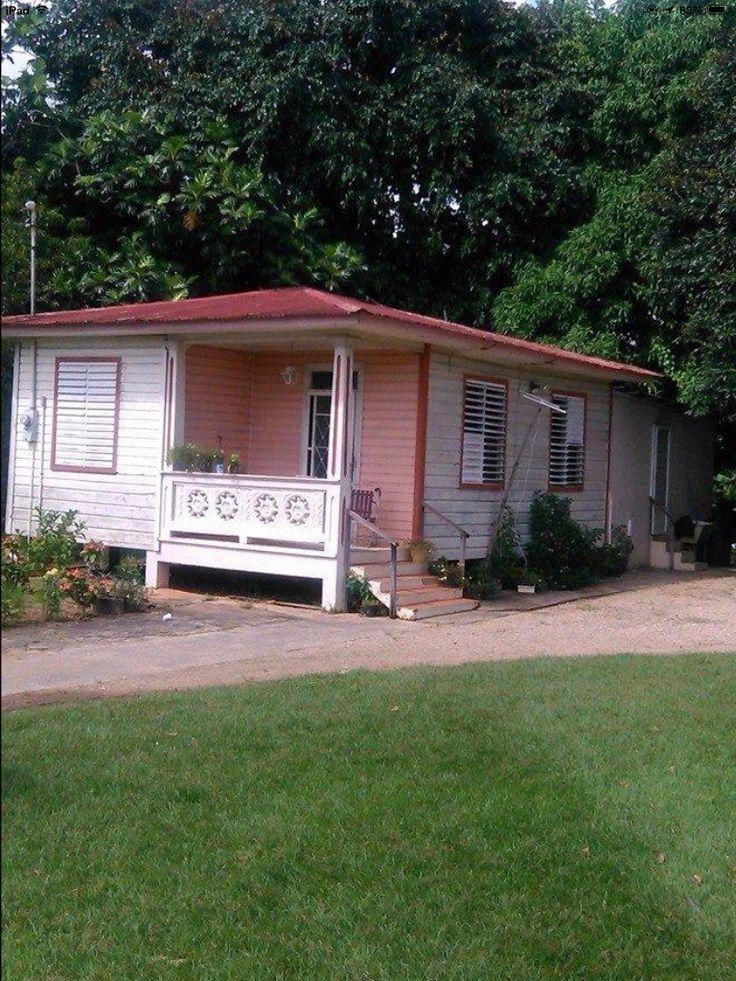 Casa en el Campo hecha de madera y techo de zinc.