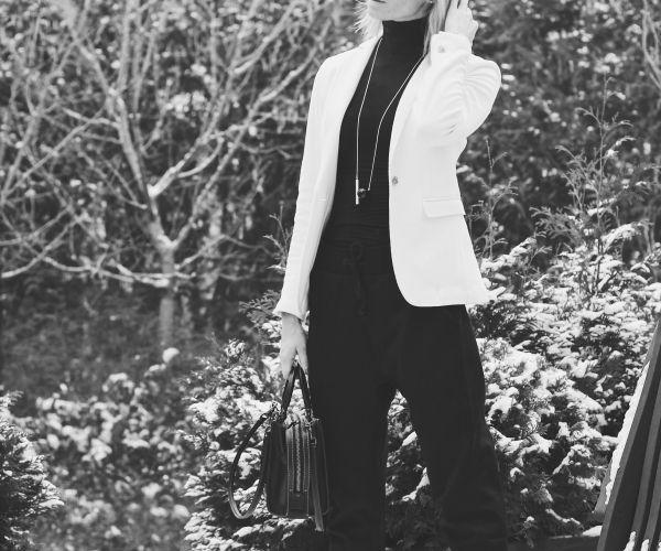 Spodnie XBYO Adidas Originals w codziennej stylizacji, Adidas pants, white jacket