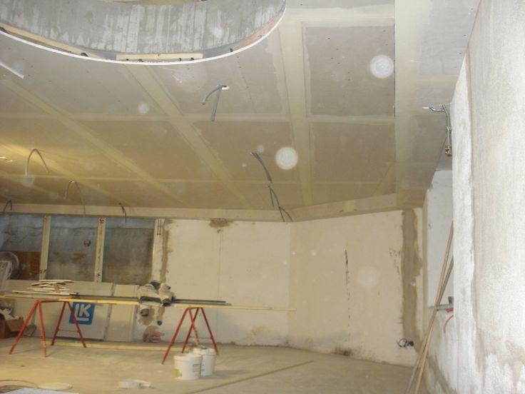 29 november. Nu återstår montering av trappa, plattläggning, målning, montering av nya fönster och ny ljusgård.
