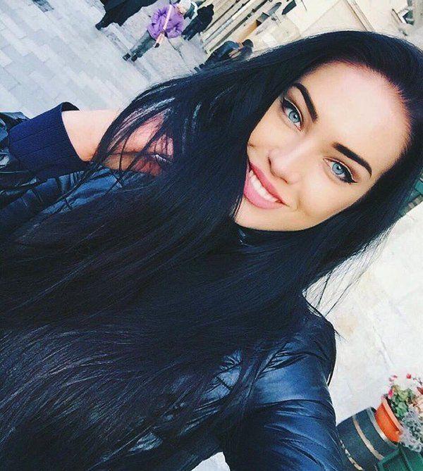 Haar blaue augen schwarzes Blaue Augen