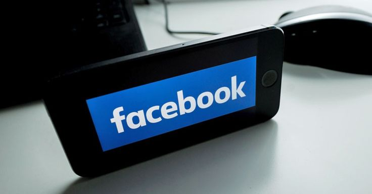 Facebook is preparing to launch its own real-time news notification app in a bid to lure people away from Twitter.