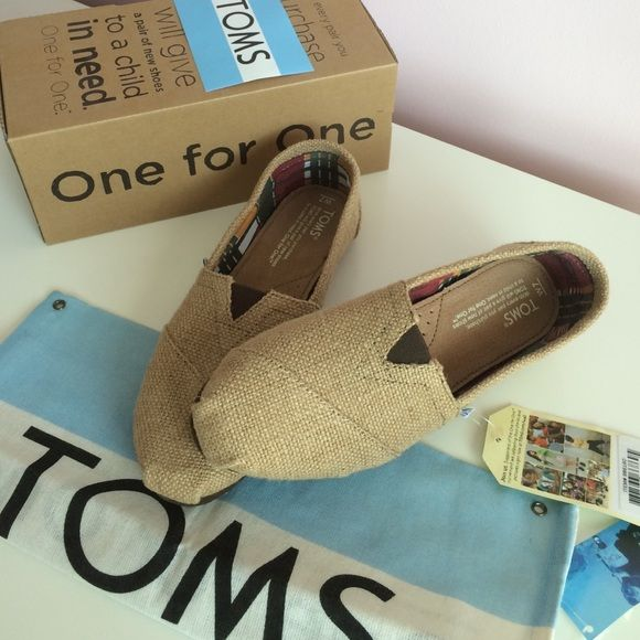 NEW in BOX Burlap TOMS size 7 NEW in box with all original packing! Natural burlap TOMS in size 7. Never worn! Retails for $54+! Price firm. TOMS Shoes