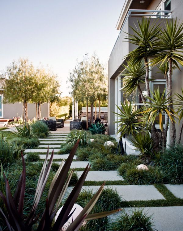 Feel free to check this collection of Fascinating Garden Walkways For Modern Outdoor Setting and see what you can best incorporate in your garden.