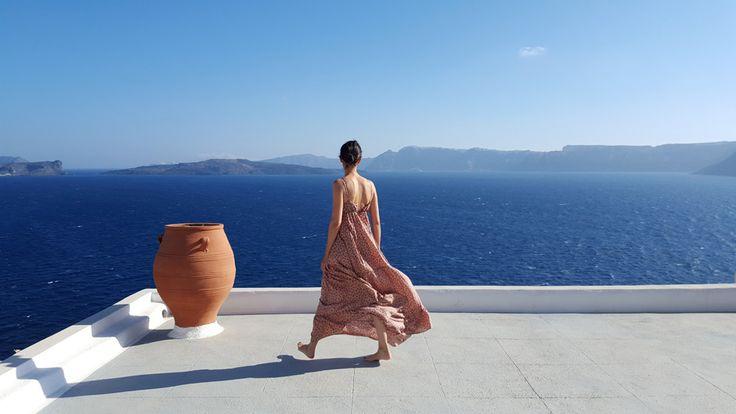 En été, on aime la robe longue! - Blog Mode en France Robe longue bohodress Gérard Darel à Santorin