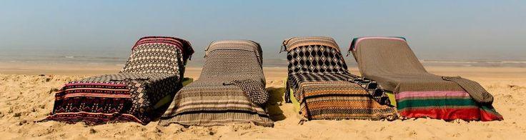 The Longie. Dé langste strand-lounge-doek, 250x100. Eigen ontwerp, met hoofdomslag en opbergzakjes, Kikoy/Fouta en badstof, handgeweven. € 45,00  #beach, #strand, #lounge, #summer