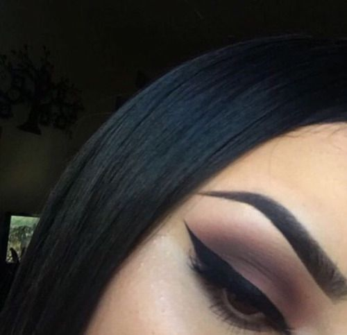 brown smokey eye & winged eyeliner