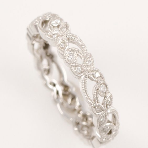 Super pretty wedding band, different from engagement ring / http://www.himisspuff.com/wedding-bands-for-women/3/