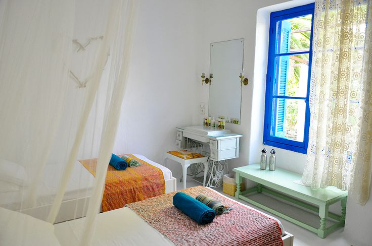 Silver Island is an enchanting escape where modern distractions become a distant memory. The island's two beautifully-renovated houses are a picture perfect vision of Greek tradition... http://www.vladi-private-islands.de/en/rent+silver-island+greece+europe-mediterranean-sea/