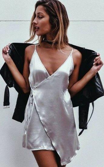 Vestido #seda + chaqueta de cuero. #tendencias