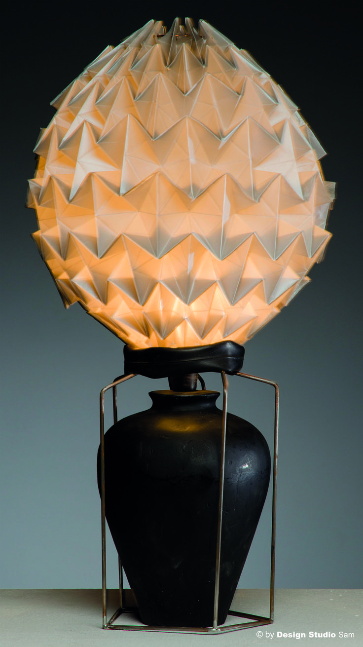 Lichtobject gevouwen van kalk-papier I www.designstudiosam.nl