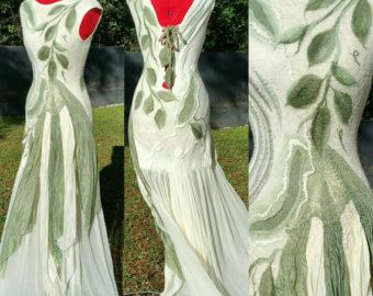 Woodland Fairy bruids jurk. Nuno vilten kleding. Zijde alternatieve bruidsjurk. Room en salie groene gescheurde Pixie jurk. Draagbare kunst.