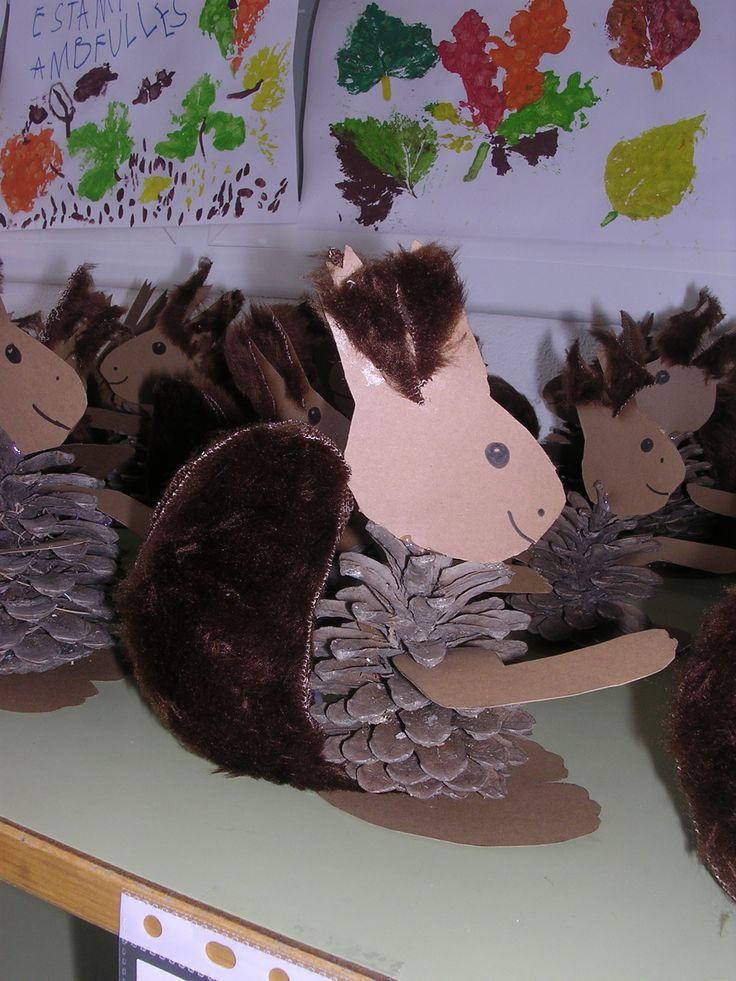 Eekhoorn van denneappel