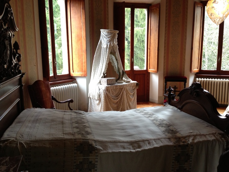Camera da letto della regina Margherita #invasionidigitali #gressoney #castelsavoia #invasionecompiuta