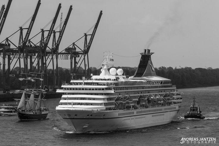 Kreuzfahrtschiff MS Artania - Hafengeburtstag in Hamburg 2013