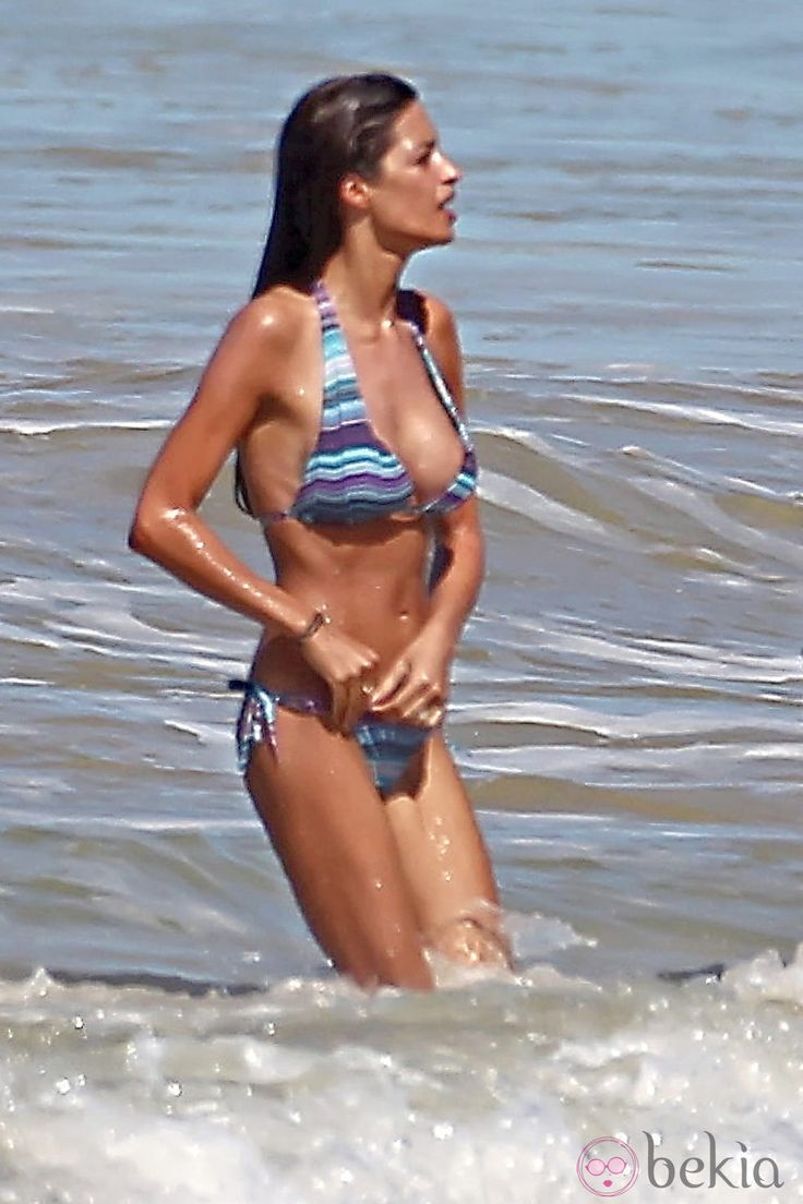 Sara Carbonero en bikini durante unas vacaciones en Brasil en 2011