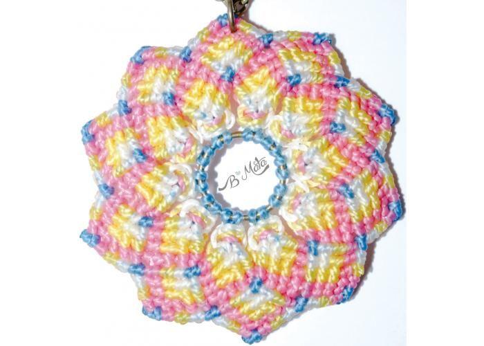 Collar mandala multicolor tejida en macrame