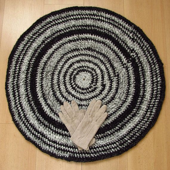 28 inch, reversible round crochet rug, black, gray, handmade, upcycled, two sides, recycled #bestofEtsy #recycle