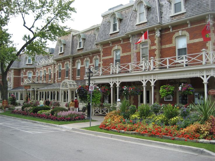 Niagra on the Lake, Canada  . gorgeous little town. biked into Nigra Falls canadian side. trip I want to do again!