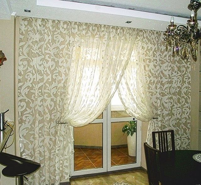 для оформления этого #окна на кухне дизайнер @julia.ashtoria использовала #тюль из коллекции Diana #galleria_arben #шторы #tulle #кухня