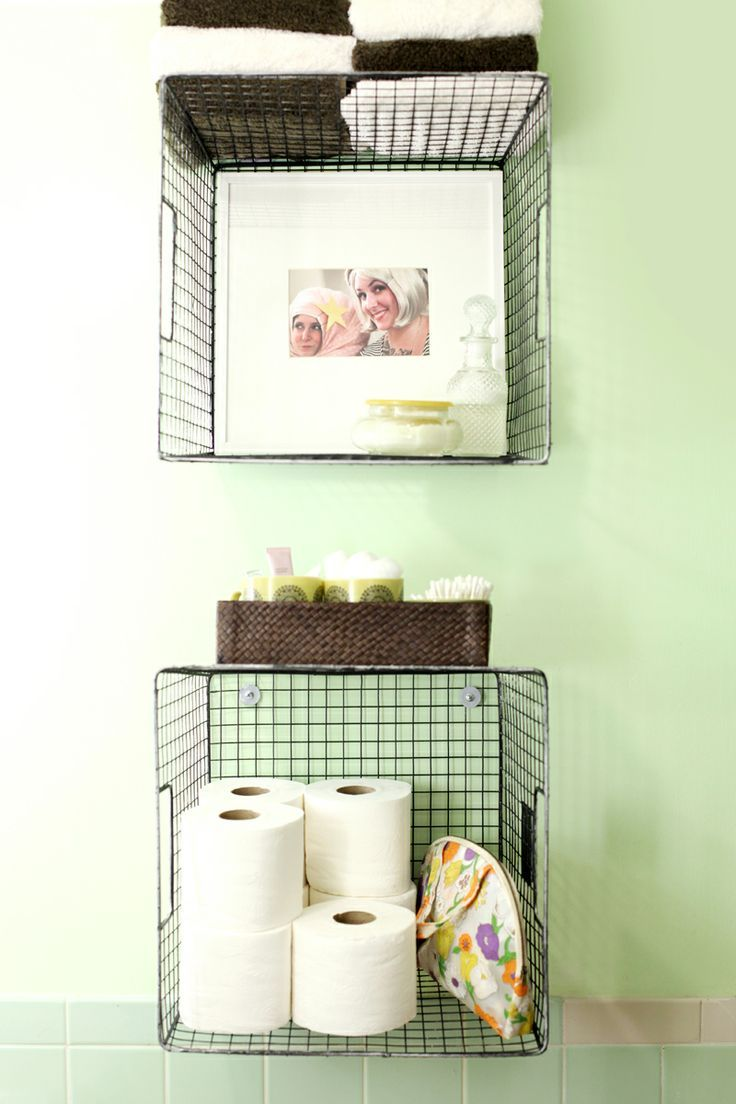 Hanging wire baskets for vertical storage is such a cute way to organize  your bathroom!
