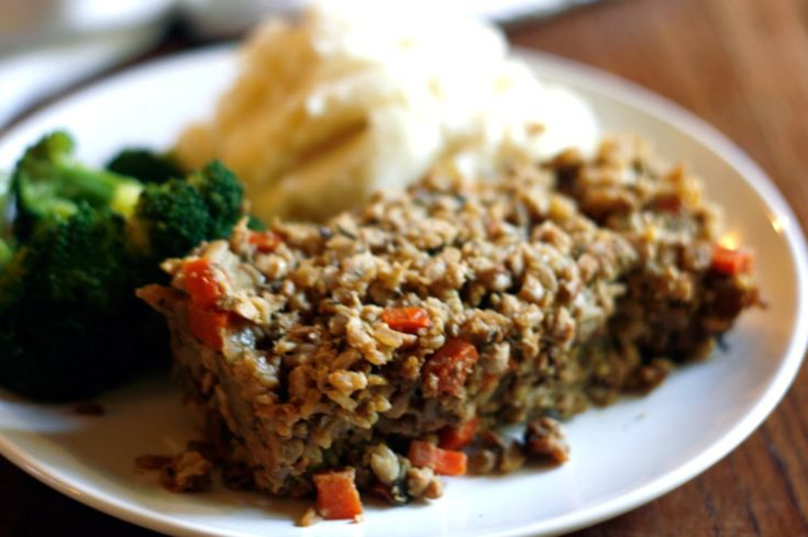 <p>This is a wonderful recipe for feeding a crowd during the holidays. Hearty and savory enough to satisfy meat eaters and healthy enough to get us through the holidays without putting on a few extra. </p>