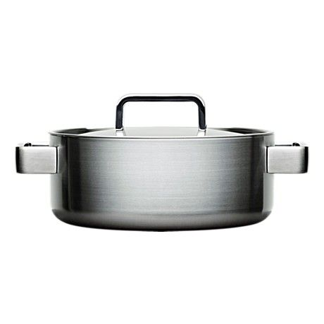 The Iittala Tools 3,0 L casserole with lid by Björn Dahlström (1998). To replace the discontinued 3,0 L sauce pan with lid, which has a slightly inconvenient long handle.