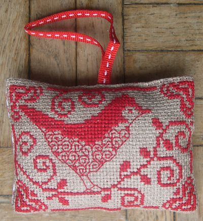 OISEAU; great blog for embroidery!